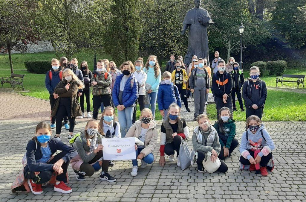 """Wycieczka do Wieliczki w ramach projektu """"Odkrywam Małopolskę""""."""